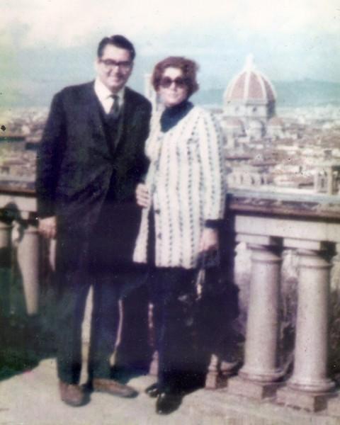 Prof. Leônidas e sua esposa em Florença, em 1970, após ter participado de um Congresso em Roma.